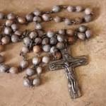 Trwają  Nabożeństwa Różańcowe  w dni powszednie odprawiane o godz. 17.45, a w niedzielę o godz. 17.00. Za udział w nich możemy uzyskać odpust zupełny.