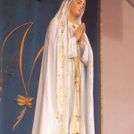 Trwa w naszej parafii peregrynacja figury MB Fatimskiej. Zachęcamy kolejne rodziny do przyjęcia Matki Bożej i do modlitwy różańcowej.